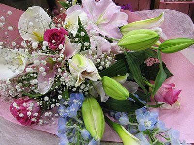 夜道を、花束を抱えて走りました。おめでとうございます。
